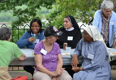 DBQ Serra Club hosts picnic for sisters