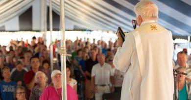 'Catholic Tent Revival' draws hundreds in Cedar Rapids