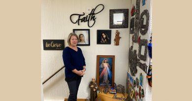 Dyersville merchant says gift shop business 'belongs to God'